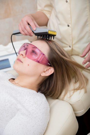 Как проходит лазерная терапия волос